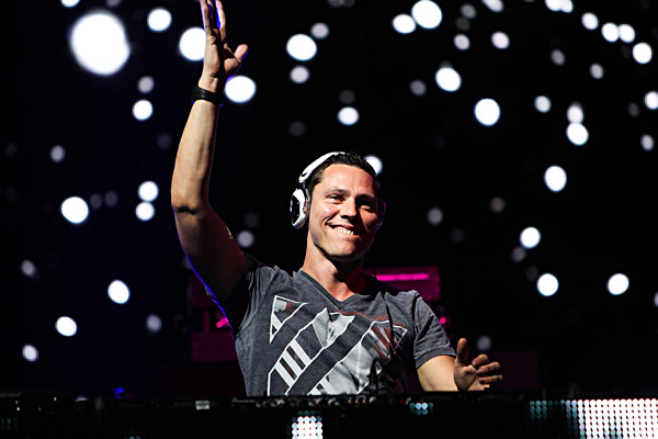 """Tiësto's """"Red Lights"""" remixed by Fred Falke"""